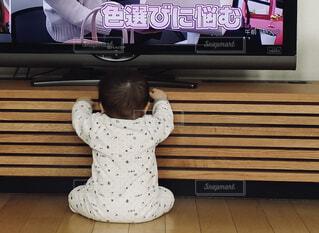 赤ちゃんの後ろ姿の写真・画像素材[4233555]