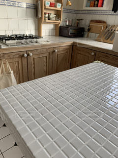 タイルフロアのキッチンの写真・画像素材[3501112]