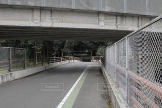 道路に架かる橋の写真・画像素材[3598882]