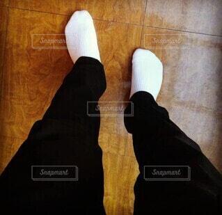 登校日に上靴を忘れた高校生の写真・画像素材[3880088]