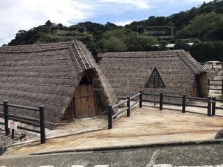 温泉地にある湯の華を作る小屋の写真・画像素材[3720887]