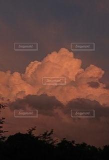 燃える雲の写真・画像素材[3473061]