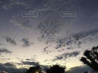夕暮れの雲群の写真・画像素材[3480504]