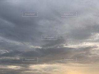 夕暮れの曇り空2の写真・画像素材[3494973]
