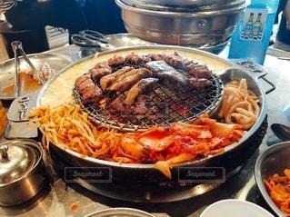 ストーブの上の食べ物の鍋の写真・画像素材[3480045]