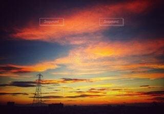 オレンジに染まった雲の写真・画像素材[3669368]