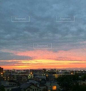日没時の都市の眺めの写真・画像素材[3778192]