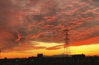 燃えるような夕焼けの写真・画像素材[3810541]