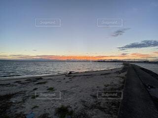 田舎の海に沈む夕日の写真・画像素材[3687585]