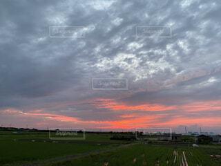 田舎の壮大な夕焼けの写真・画像素材[3687654]