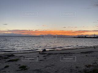 田舎の海沈む夕日のクローズアップの写真・画像素材[3687655]