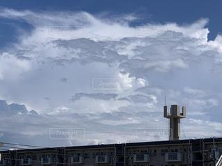 曇りの日の建物の写真・画像素材[3497065]