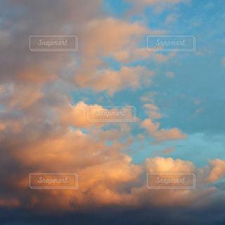 青空の雲の写真・画像素材[3576409]
