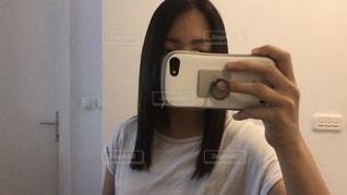 散髪後の自撮りの写真・画像素材[3505872]