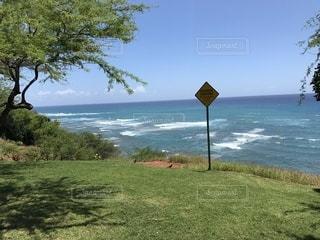 ハワイの海辺を歩くの写真・画像素材[3507101]