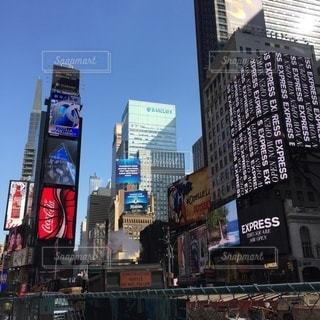 アメリカのニューヨークのマンハッタンのタイムズスクエアの写真・画像素材[3507113]