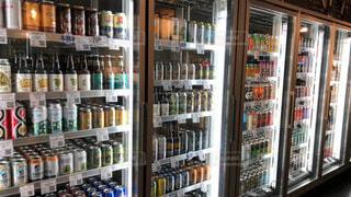 輸入クラフトビールが沢山の写真・画像素材[3982139]