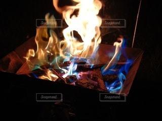 たき火 炎の写真・画像素材[3507086]