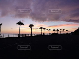 沈む夕日の写真・画像素材[3507670]