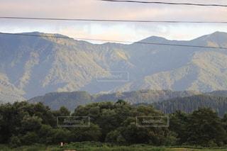 背景に広い山の眺めの写真・画像素材[3601262]
