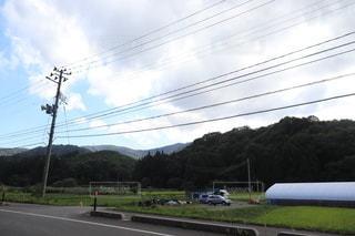 列車が道路の脇に停まっているの写真・画像素材[3641658]