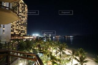 グアムタモンビーチの夜景の写真・画像素材[3512174]