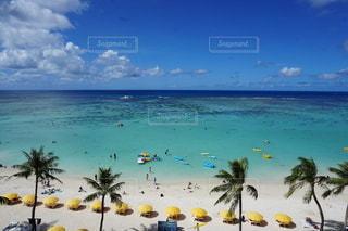 グアムアウトリガーオーシャンフロントからタモンビーチの眺めの写真・画像素材[3512382]
