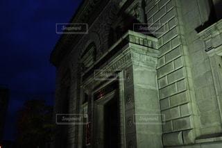 建物の側の時計の写真・画像素材[3514793]