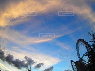 空と観覧車の写真・画像素材[3723060]