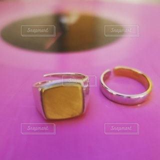 レコードと指輪の写真・画像素材[3517735]