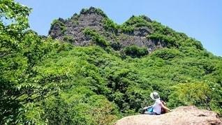 登山している女性の写真・画像素材[3520609]
