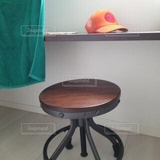 帽子と椅子です。の写真・画像素材[3714008]