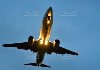 ジェット旅客機のライトアップの写真・画像素材[3933088]