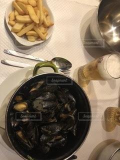 ムール貝とフリッツとビールの写真・画像素材[3526782]