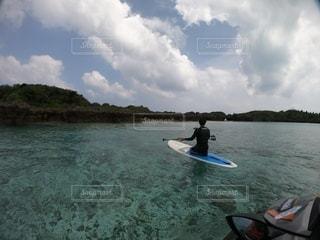 スタンドアップパドルと与論島の写真・画像素材[3535425]