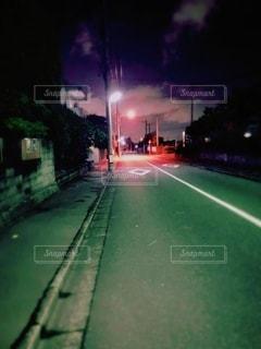 夜の通りをクローズアップするの写真・画像素材[3542333]