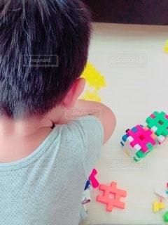 ブロックで遊ぶ子供の写真・画像素材[3596238]