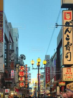 大阪ミナミの繁華街の写真・画像素材[3711036]