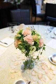 ゲストテーブルの花の写真・画像素材[3578176]