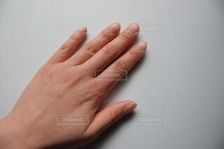 アラサー女の手の甲の写真・画像素材[4173998]