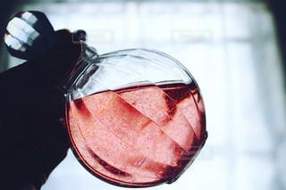 近くにワインのグラスのの写真・画像素材[1357588]