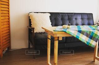 木製の床とリビング ルームの写真・画像素材[1443973]