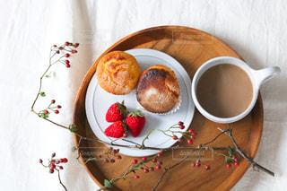 皿の上の果物のボウルの写真・画像素材[2852315]