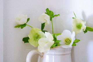 花瓶に花束を入れるの写真・画像素材[3286531]
