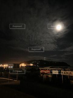 夜更の湘南の写真・画像素材[3579094]