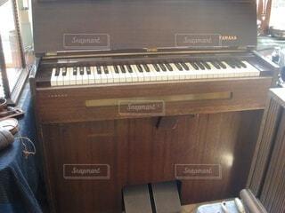 ピアノの鍵盤の写真・画像素材[3700007]