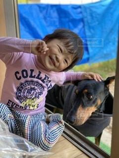 犬とツーショットの写真・画像素材[3753921]