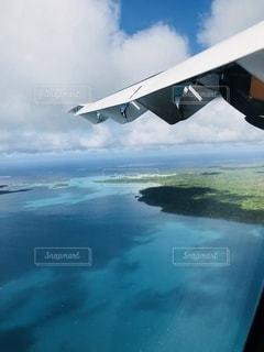 水の島に着陸する飛行機の写真・画像素材[3593175]