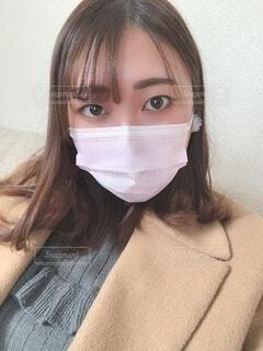 マスクの女性が自分撮りをするの写真・画像素材[4176244]
