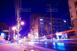夜の街の通りの写真・画像素材[3596250]